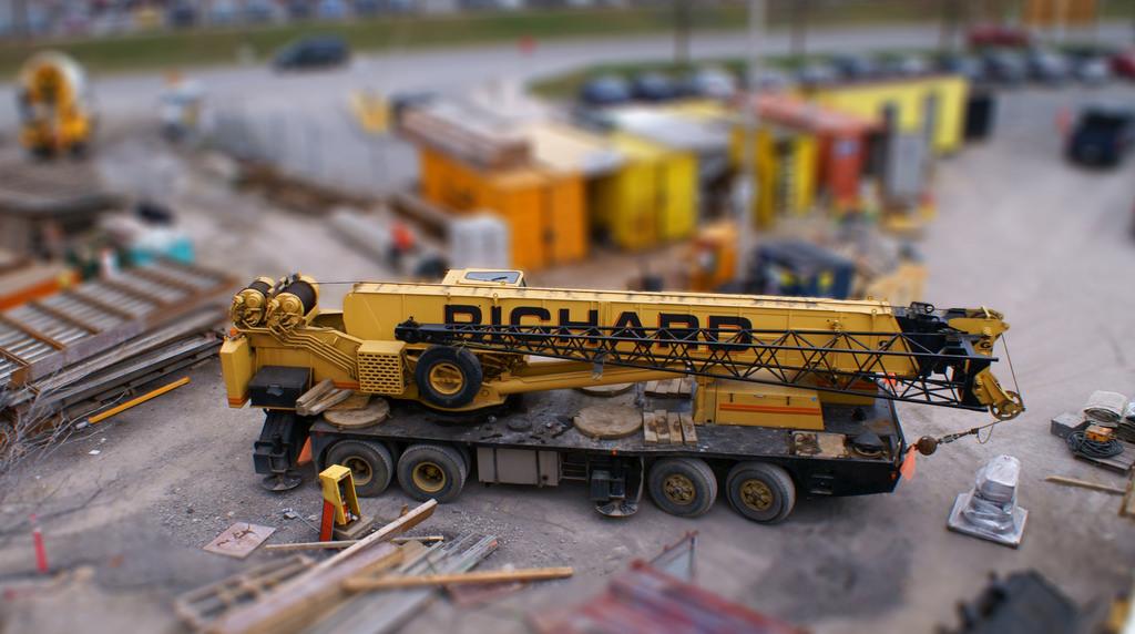 tiltshift-crane
